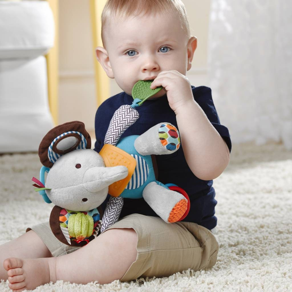 skip hop bandana buddy baby activity and teething toy with Multi-Sensory Rattle and Textures 宝宝五感玩具固齿围巾动物伙伴